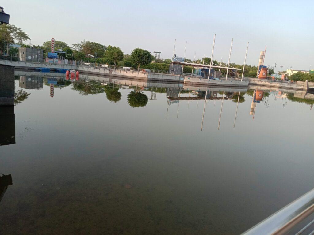 Metro Walk Rohini Lake